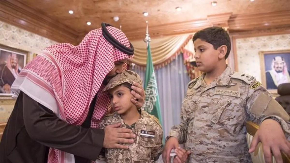بالصور محمد بن سلمان يلتقي أبناء العقيد السهيان