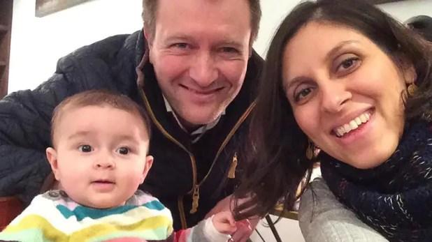 مع زوجها وابنتها