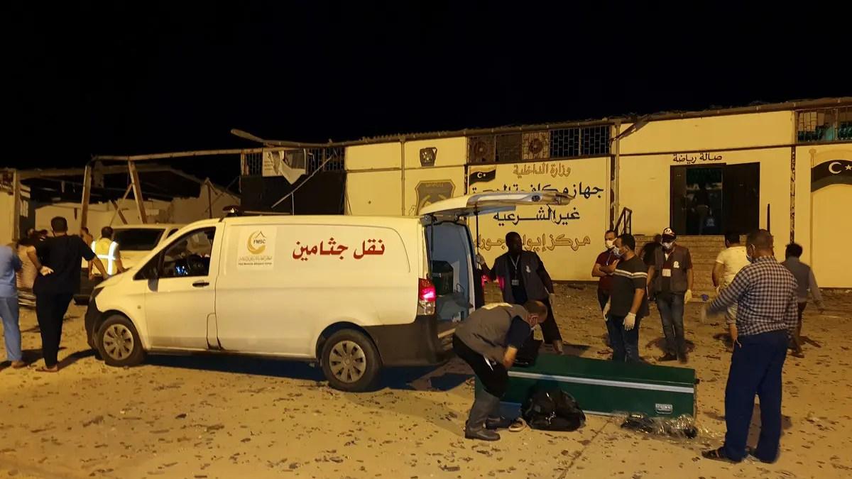 Photo of مقتل 30 مهاجرا في قصف مركز للمهاجرين في ليبيا