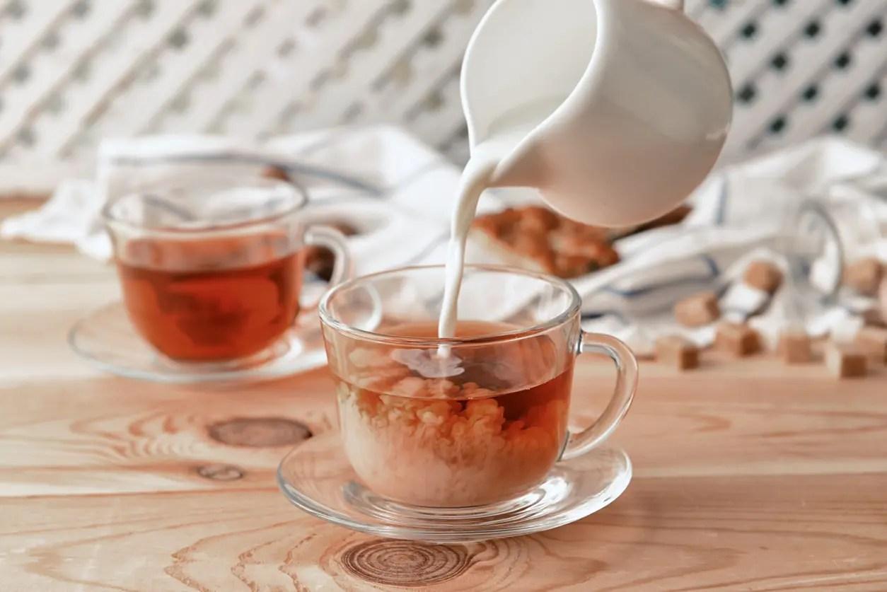 تقديم الشاي الأسود مع الحليب قد يحمل تأثيرا سلبيا على وظائف القلب