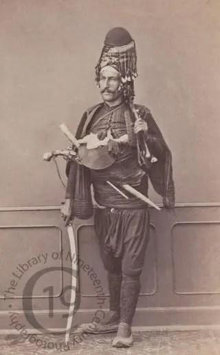 Contemporary photograph of a bashi-bouzouq