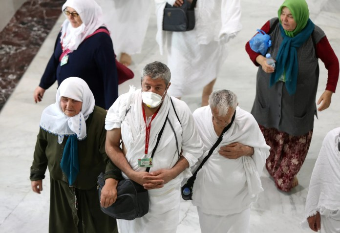 Umrah performers in Saudi Arabia before the decision to temporarily suspend Umrah due to Corona