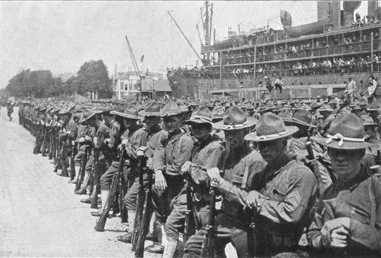 A picture of American soldiers arriving in France in the midst of the First World War