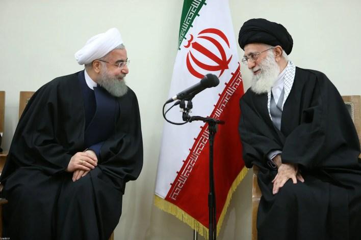 المرشد الإيراني علي خامنئي والرئيس حسن روحاني
