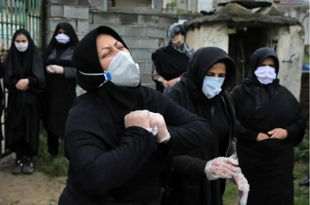 أثناء تشييع ضحايا كورونا في إيران