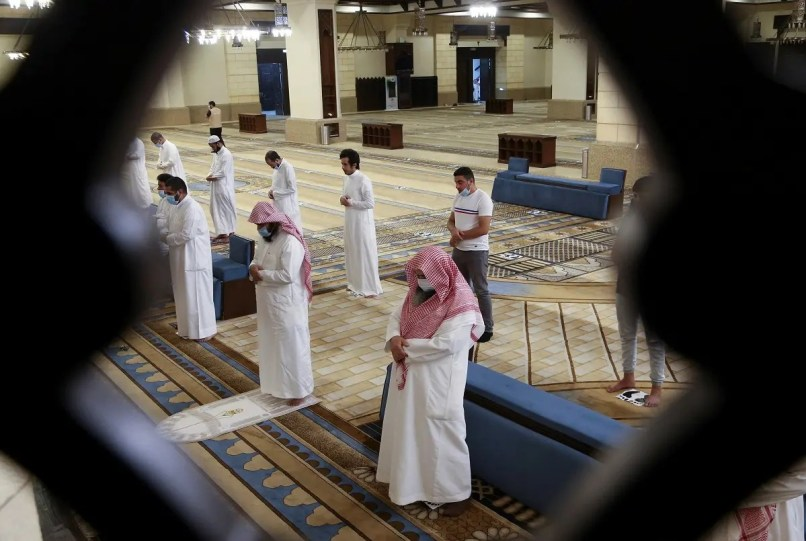 Muslims perform the Al-Fajr prayer inside the al-Rajhi Mosque while practicing social distancing in Riyadh. (File photo: Reuters)