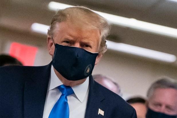 الرئيس ترمب مرتديا الكمامة بسبب انتشار كورونا