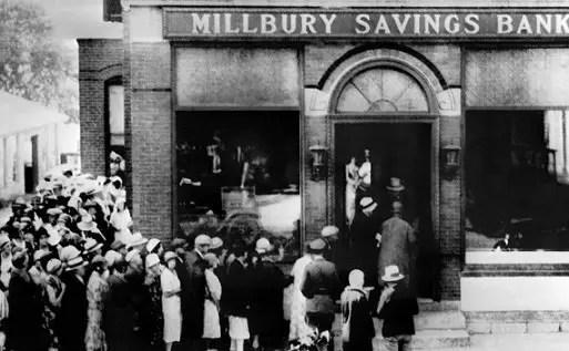 صورة لطوابير الأميركيين أمام البنوك لسحب أموالهم يوم 24 تشرين الأول 1929