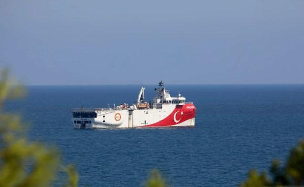 السفية عروش ريس التركية تعودلميناء أنطاليا قادمةً من المياه اليونانية