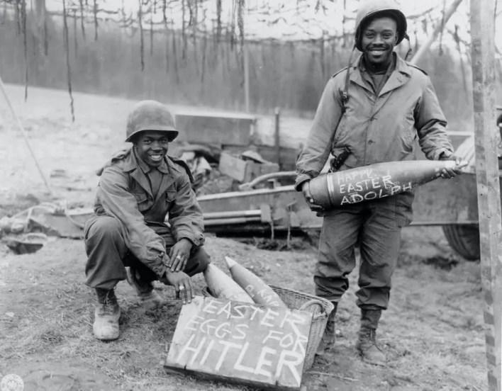صورة لعدد من الجنود السود عملوا بإحدى فرق المدفعية