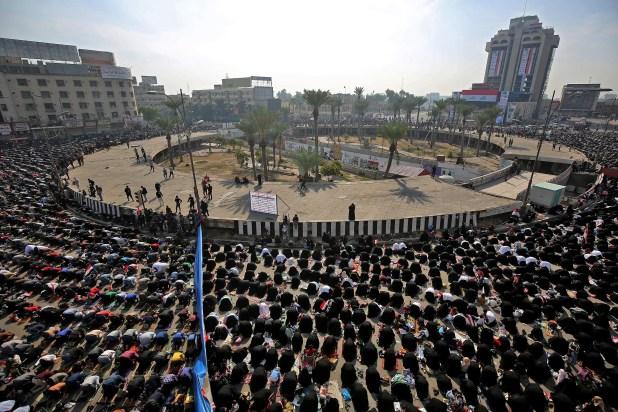 من تظاهرات أنصار الصدر في بغداد (فرانس برس)