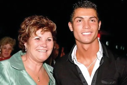 رونالدو مع والدته