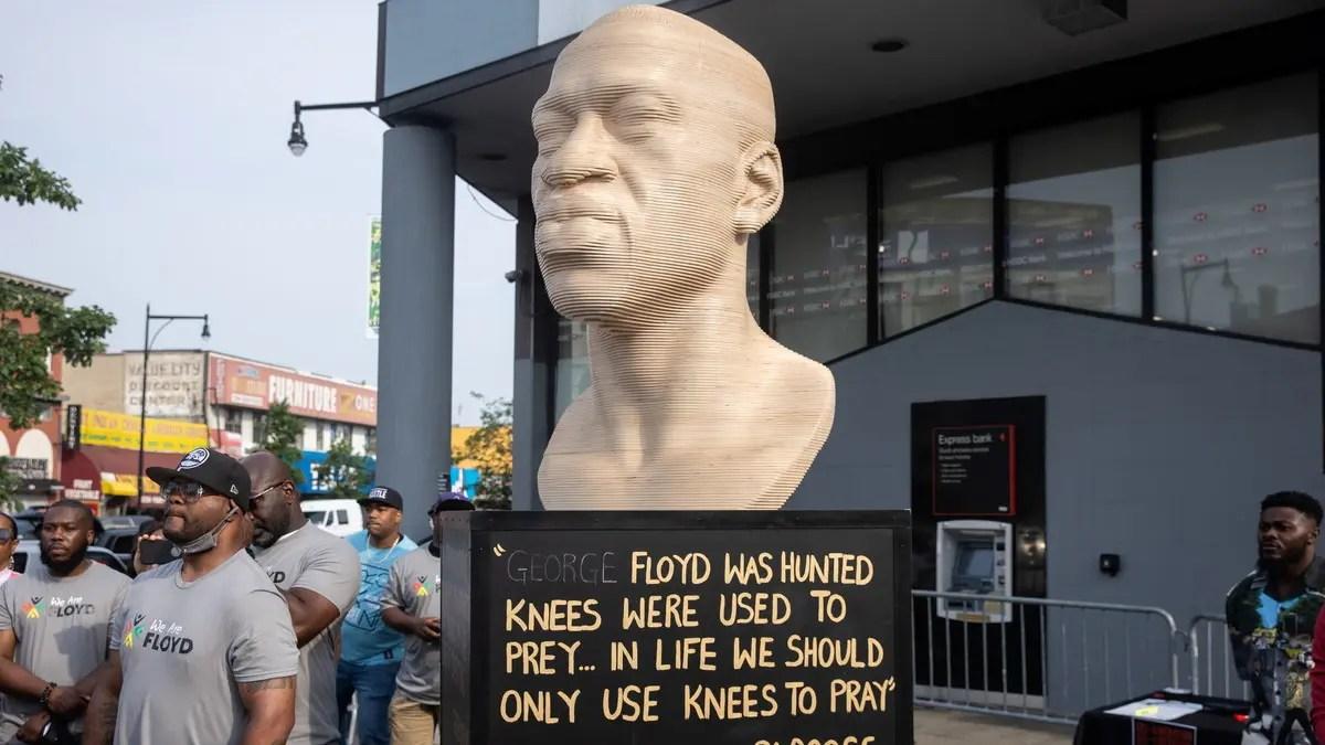 بعد التخريب ، سيتم تنظيف تمثال مدينة نيويورك جورج فلويد