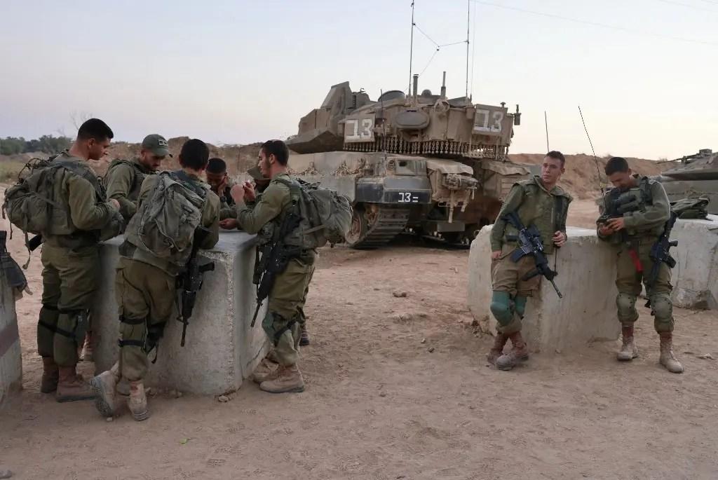 إسرائيل تلوح بعمل عسكري إذا تحولت احتجاجات غزة لأعمال عنف