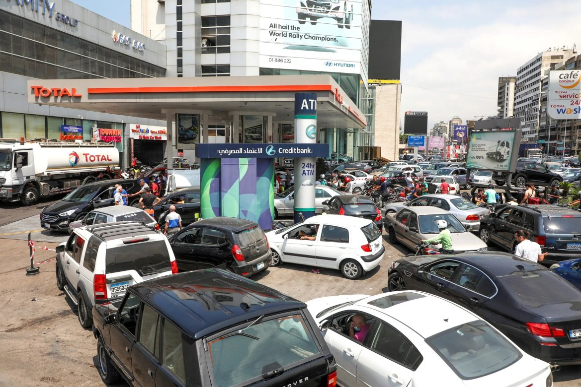 People wait in cars to get fuel at a gas station in Zalka, Lebanon, August 20, 2021. (File photo: Reuters)