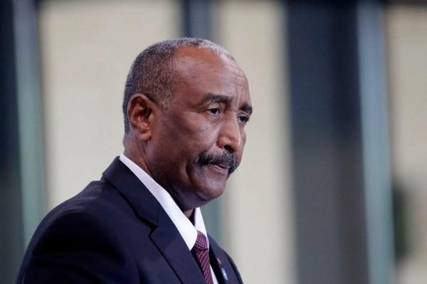 رئيس وزراء السودان: الصراع الحالي ليس بين العسكريين والمدنيين