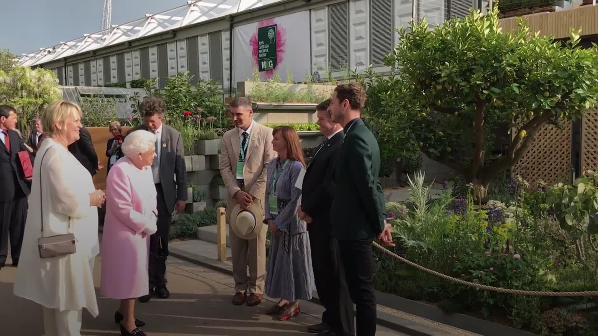 Queen visits Chelsea Flower Show in first public