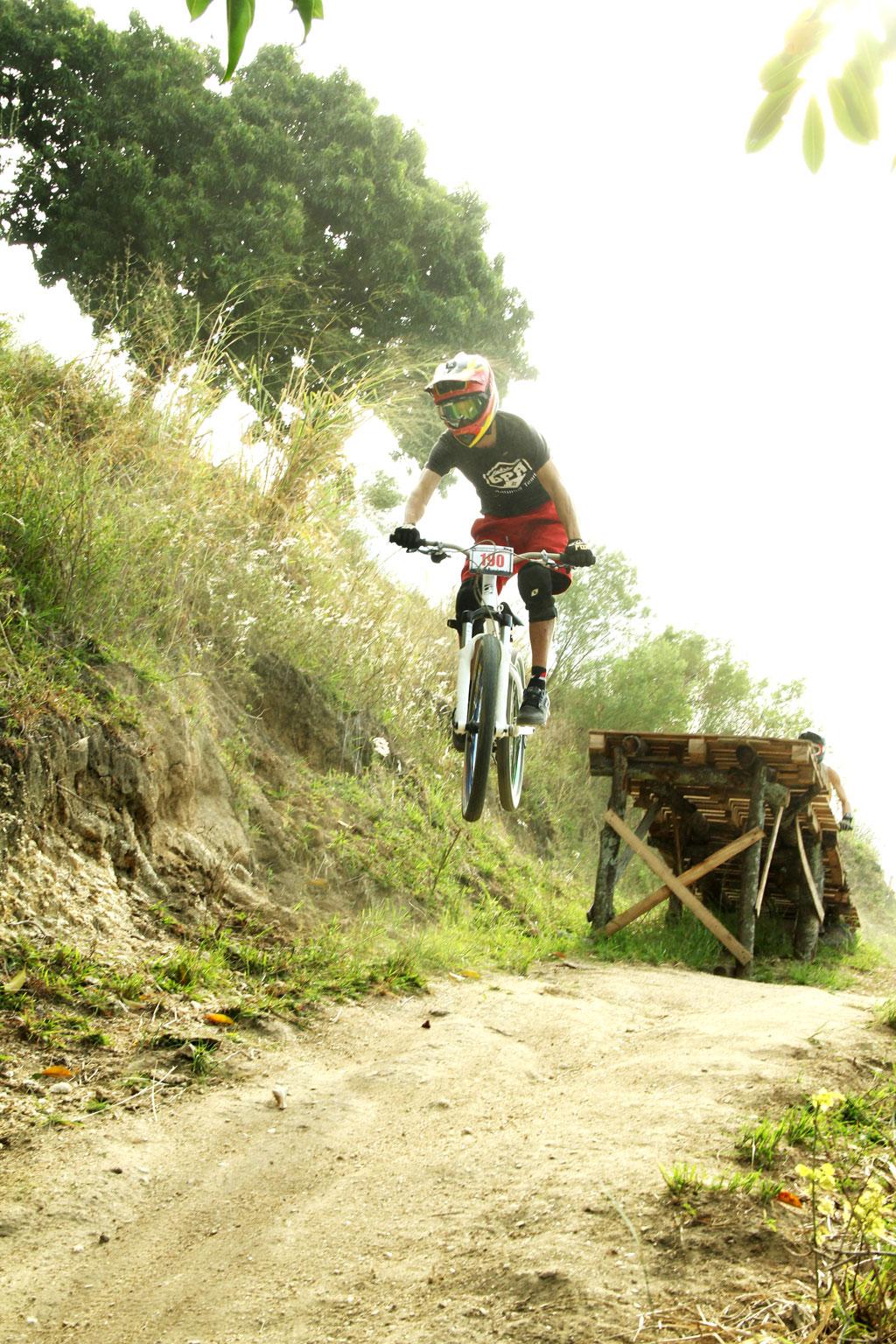 Eu-te-incentivo-Mountain-bike-downhill16
