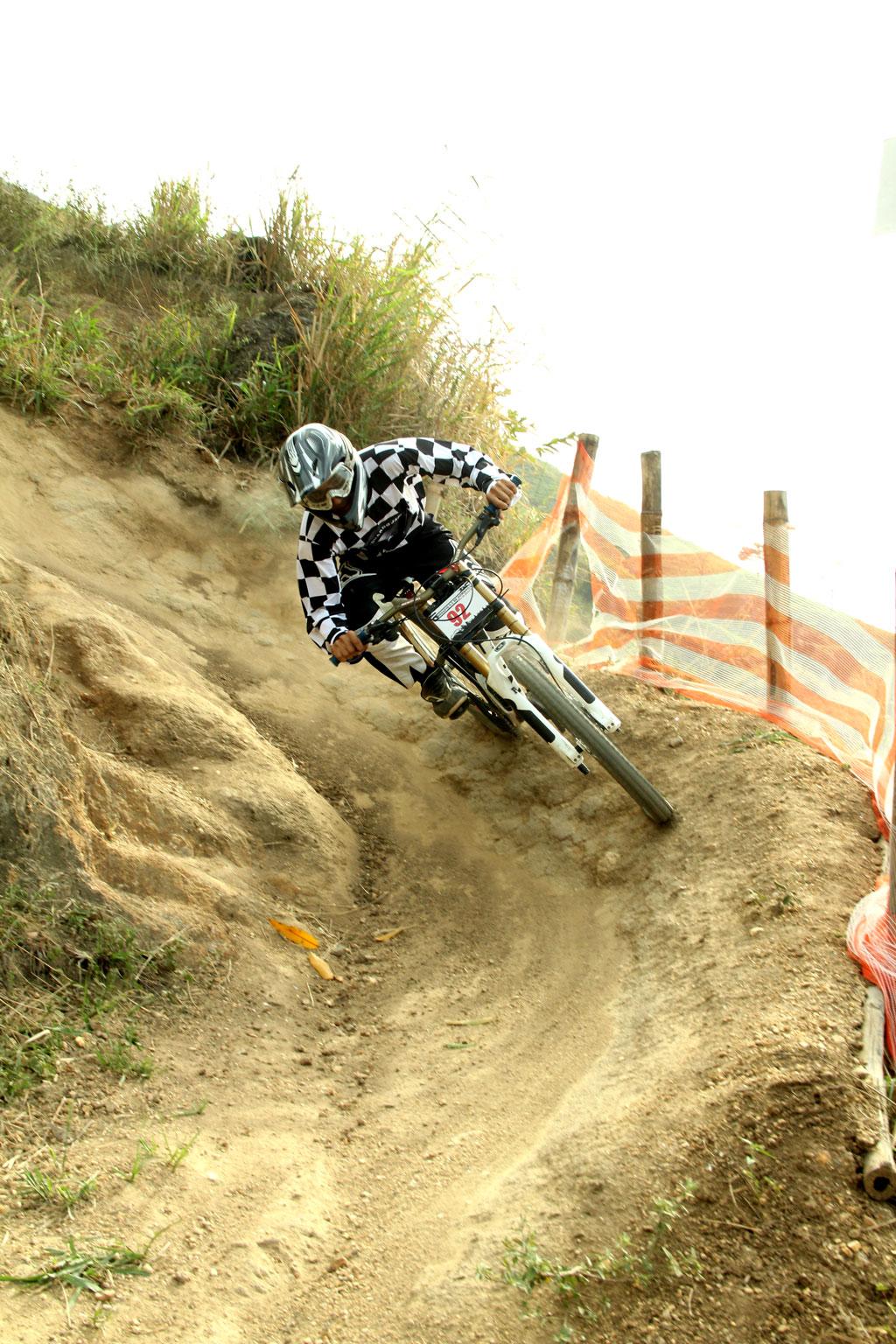Eu-te-incentivo-Mountain-bike-downhill4