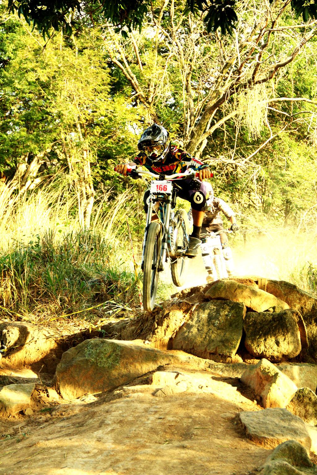 Eu-te-incentivo-Mountain-bike-downhill7