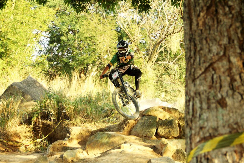 Eu-te-incentivo-Mountain-bike-downhill11