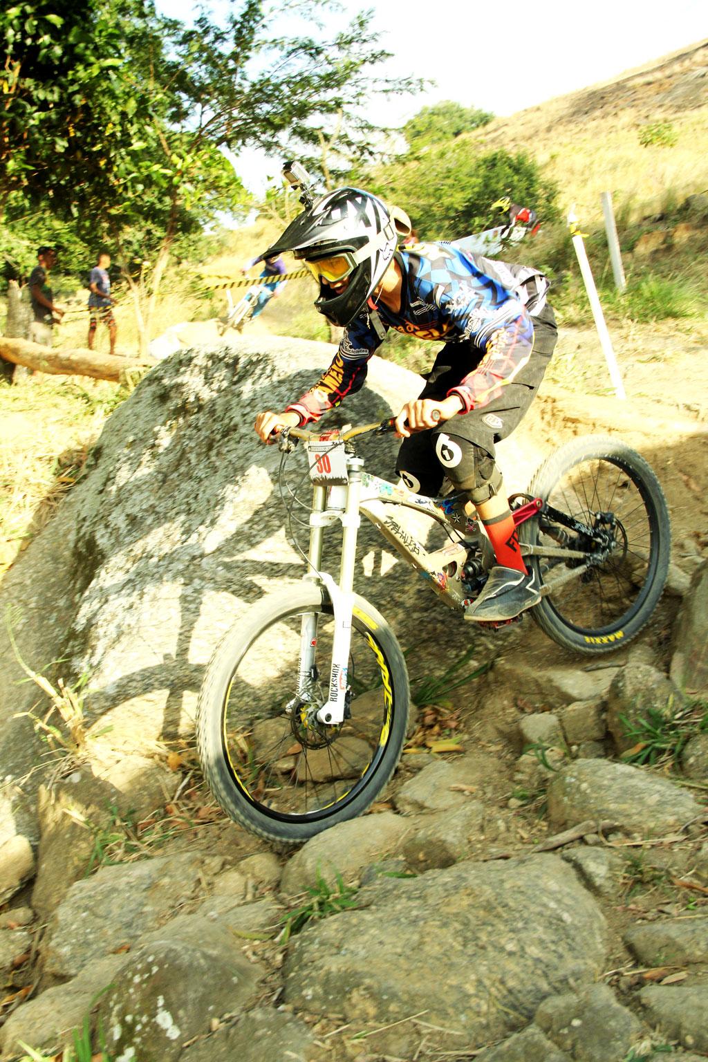 Eu-te-incentivo-Mountain-bike-downhill8