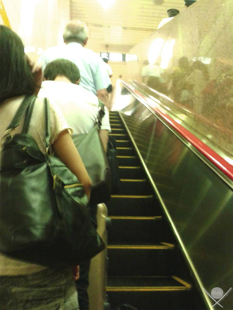 yokohama - escada rolante