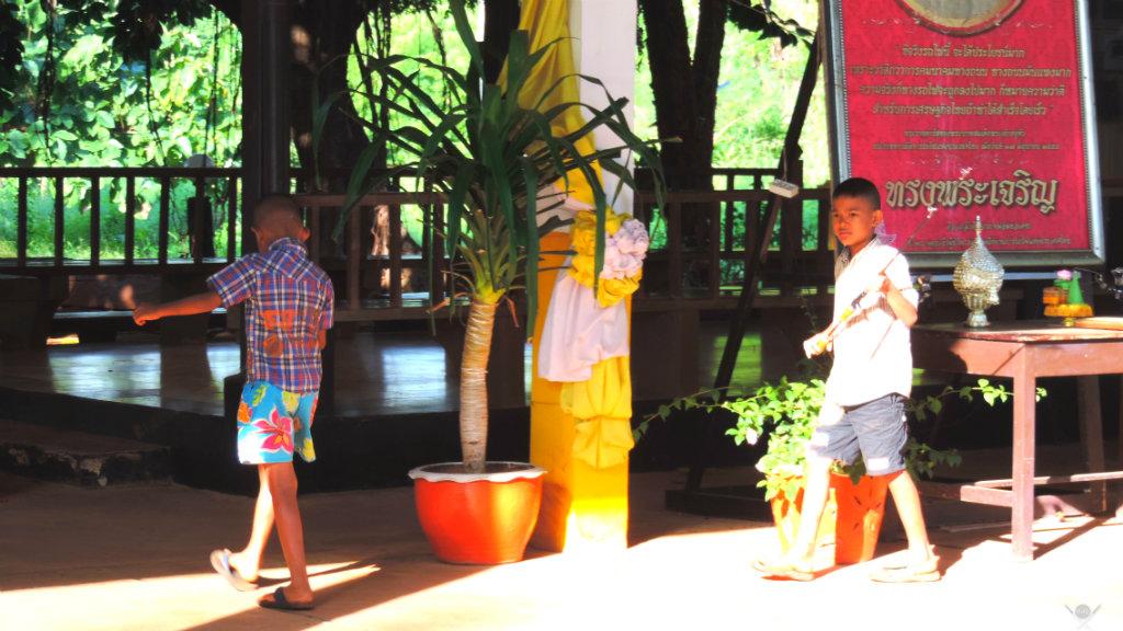 Thailand Kanchanaburi Criança Estação Vida de Tsuge VDT 1024x576