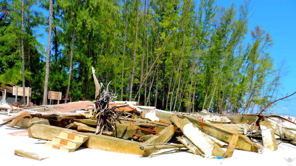 Thailand - Koh Phi Phi - Destroços em Bamboo Island - Vida de Tsuge - VDT - 1024x576