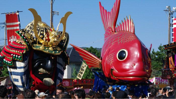 Karatsu-Kunchi-m_182915-jnto_Equinócio-da-Primavera-no-Japão-10-dicas-do-que-fazer-nessa-estação_Viajando-para-o-Japão_Vida-de-Tsuge-VDT