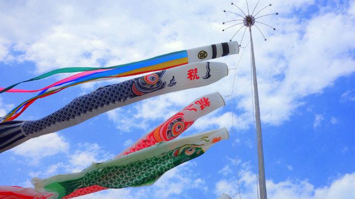 Koinobori-Carp-Streamer_Equinócio-da-Primavera-no-Japão-10-dicas-do-que-fazer-nessa-estação_Viajando-para-o-Japão_Vida-de-Tsuge-VDT