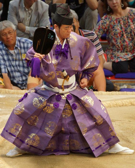 sumo-judge_VBushido-o-caminho-do-samurai-saiba-mais-sobre-o-código-samurai_Miniatura_Cultura-japonesa_Vida-de-Tsuge_VDT