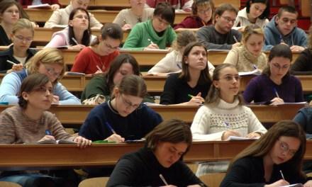 Senado quer obrigar bolsistas a atuar na Educação Básica