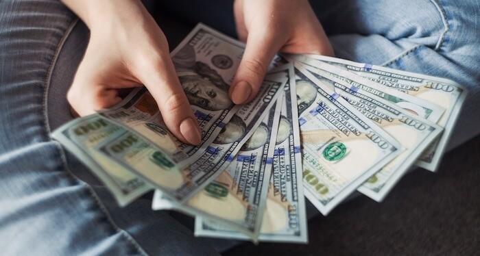 faça dinheiro com ações na internet