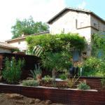 Piscine bois avec intégration. terrasse bois, jardinière bois, massifs surfacés gravier et écorce.