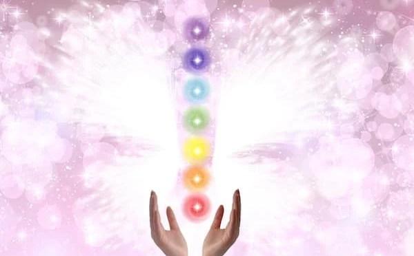 Aprenda uma meditação Reiki direccionada para os chakras
