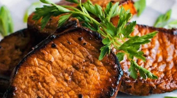 Receita Paleo – Costeletas de porco vitrificadas com mirtilo