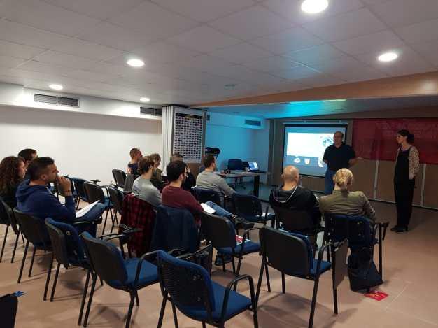 Momento del curso de opistobranquios en la sede de FECDAS, frente a las Piscinas del Fòrum (Barcelona) el 27/10/2018