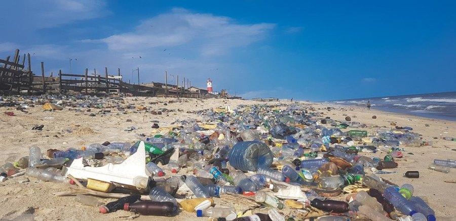 Polución por plástico en Ghana por Sync85 (Wikimedia CCBY-SA)