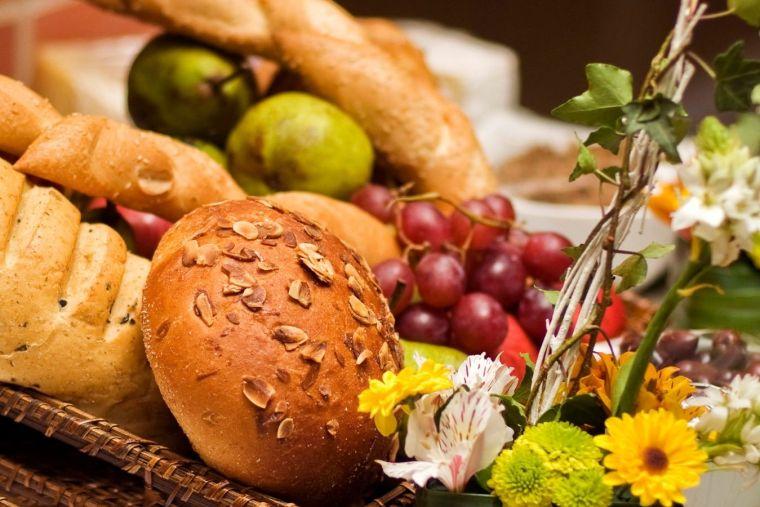 panes y frutas