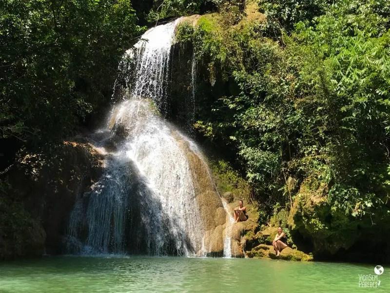 Trilha da cachoeira Poço Azul em Mambaí, Goiás