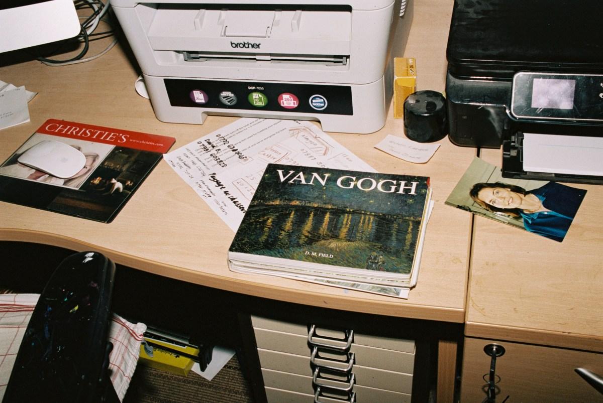 en el estudio de John Myatt   Foto de Wendy Huynh