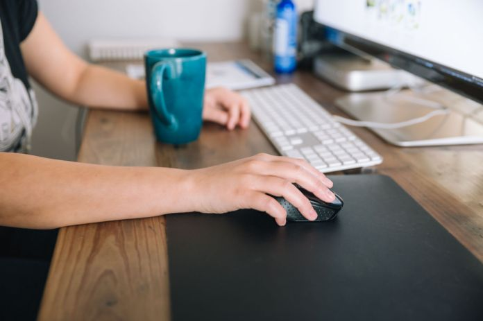 The Way You Hold Your Mouse Could Be Causing Wrist Pain