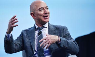 Puluhan Ribuan Netizen Minta Jeff Bezos Tak Usah Balik dari Perjalanan Luar Angkasa
