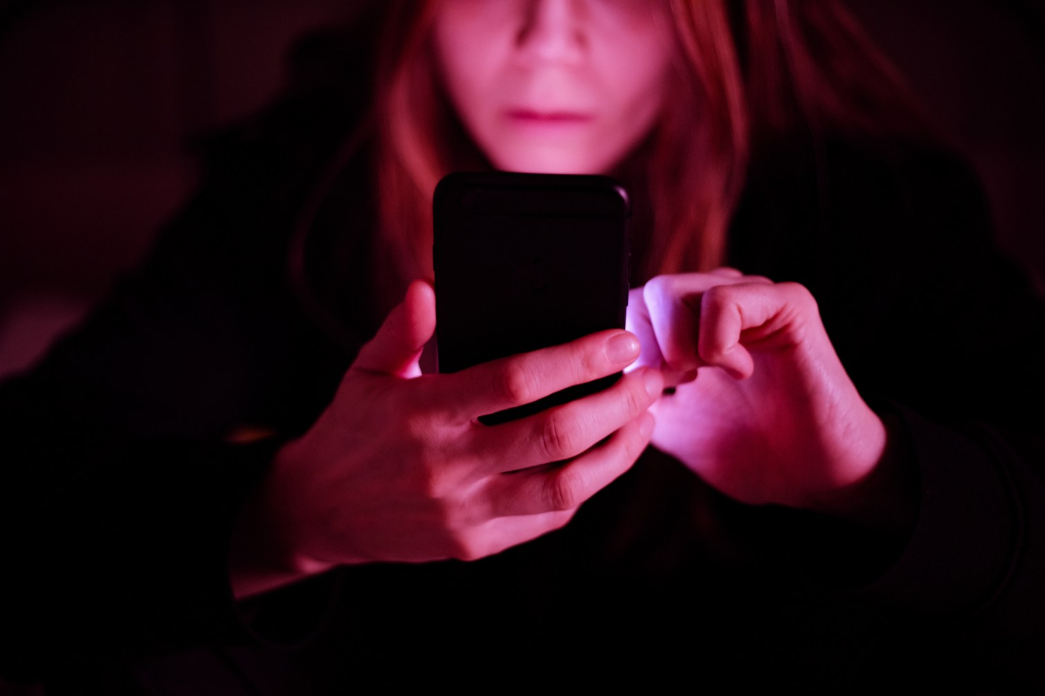 woman on phone lynsey g september links