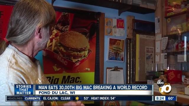 رجل يأكل 30 ألف سندوتش بيج ماك ويحطم الرقم القياسي