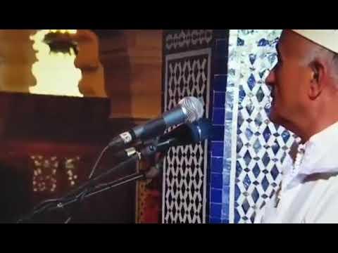 رجل يحاول الاعتداء على إمام مسجد بسيف!
