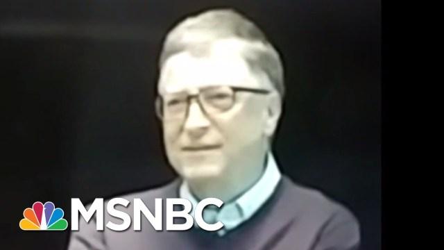 بالفيديو.. بيل غيتس يسخر من ترامب أمام موظفيه!