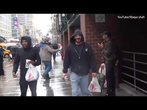 بالفيديو- مشرد أمريكي حصل على مكافأة.. فماذا اشترى بها؟