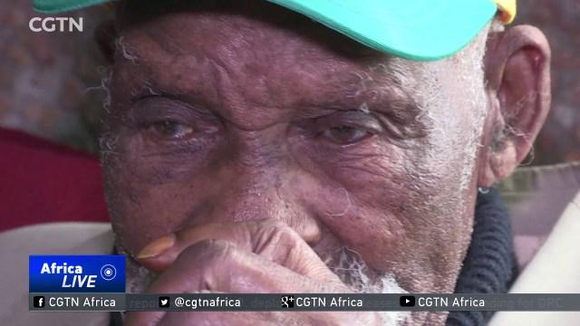بالفيديو .. ينوي الإقلاع عن التدخين .. الصادم كم عمر الرجل ؟
